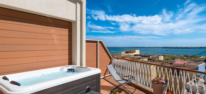 Jacuzzi on the outdoor veranda with sea view