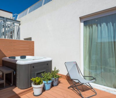 deluxe two-room apartment with jacuzzi